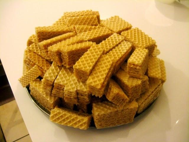 wegański andrut; wafel; andrut; masa krówkowa; wegańskie słodycze; veganza; weganizm na słodko; orzechy ziemne; masło orzechowe; kuchnia społeczna; wafle z masłem orzechowym; wafelki
