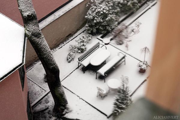 aliciasivert, alicia sivertsson, snö, snow, winter, vinter, innergård, yard
