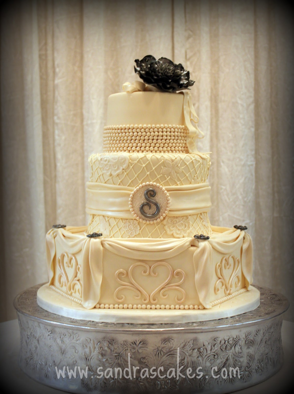 Stunning Vintage Wedding Cake