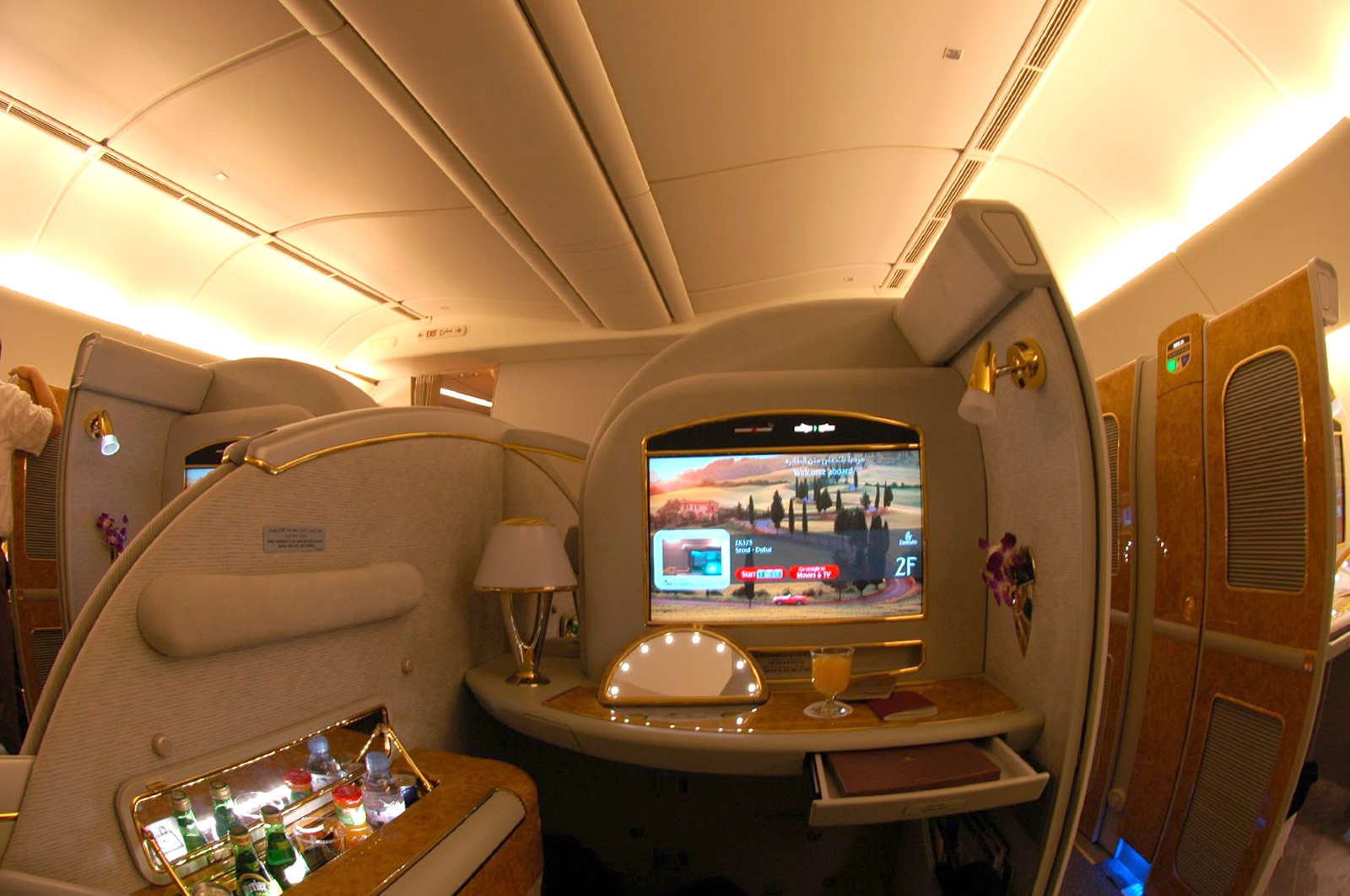 Passion for luxury emirates airlines flying luxury for First class suite airline