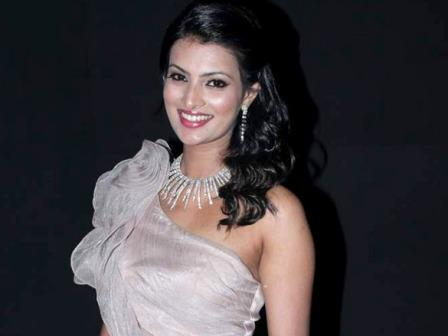 Sayali Bhagat smiling - Sayali Bhagat Latest Hot Stills 