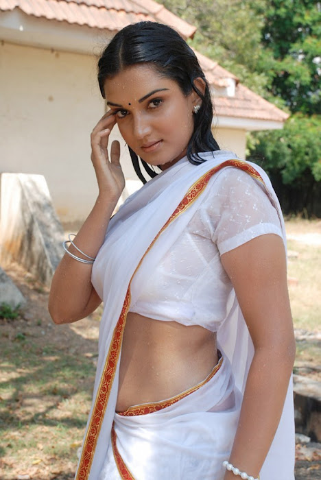 spicy of upcoming movie kantharvan actress pics