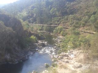 Passadiço ao lado do Rio Paiva
