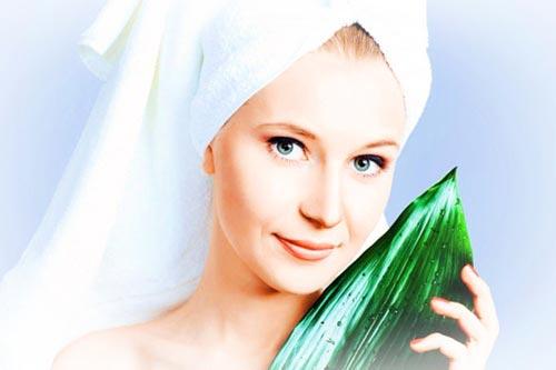 El medio de la caída de los cabello eficaz para las mujeres