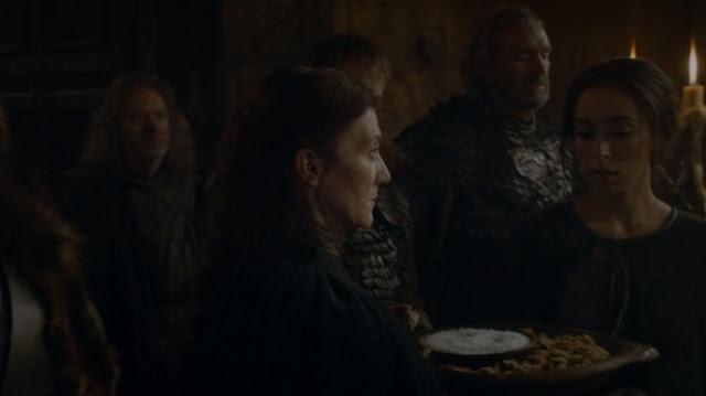 Cat compartiendo el pan y la sal con lord frey - Juego de Tronos en los siete reinos