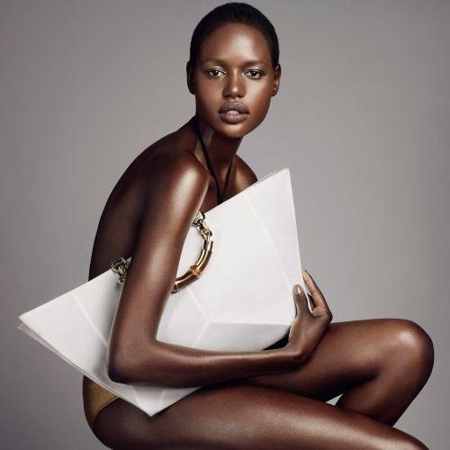 ajak deng, white handbag, oversized handbag