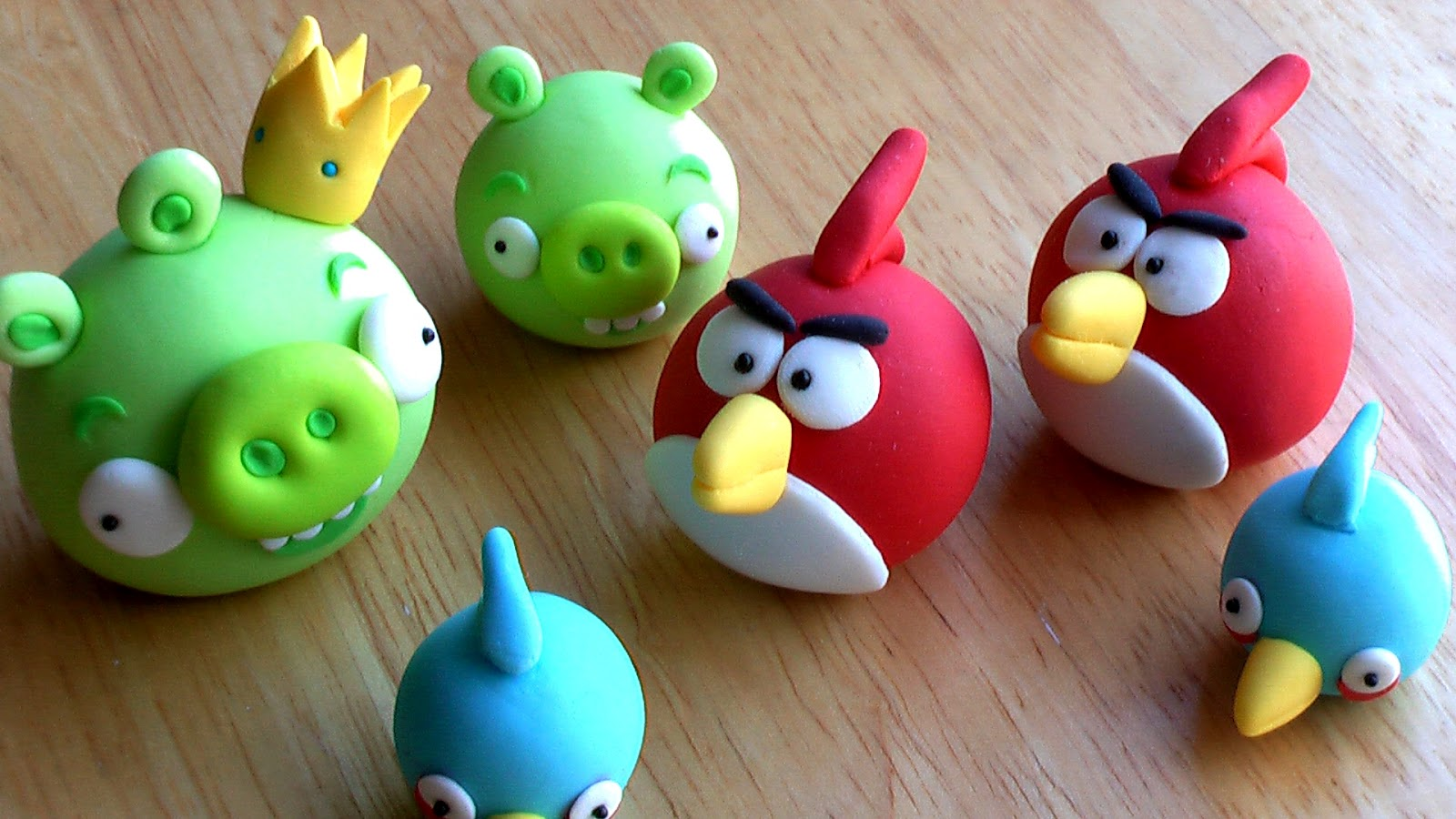 Sweet perfections cakes edible angry birds cake toppers for Angry birds cake decoration