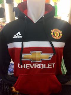 gambar desain terbaru jaket musim depan Jaket hoodie sweater Manchester united warna hitam merah terbaru Adidas musim 2015/2016 di enkosa sport toko online terpercaya lokasi di jakarta pasar tanah abang