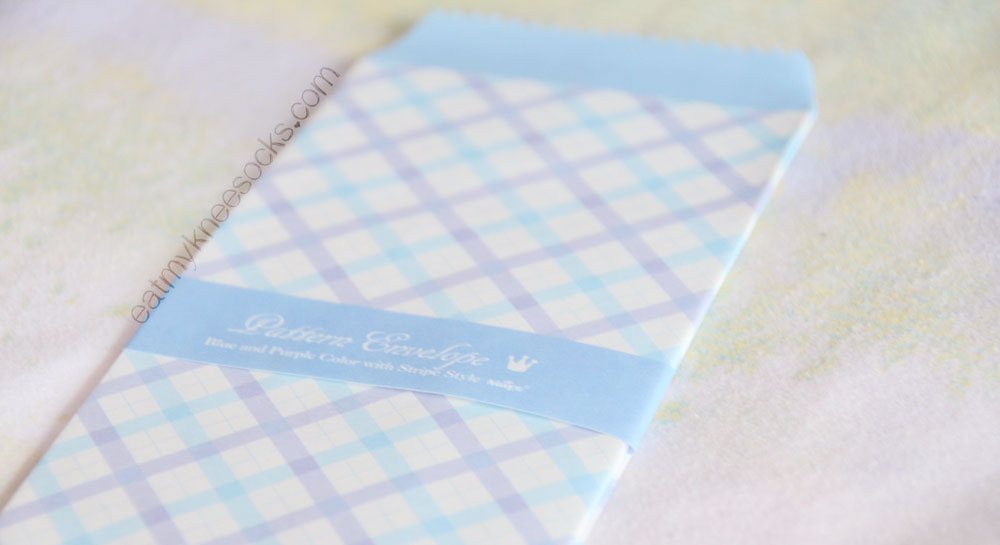 The March 2015 Kawaii Box comes with a set of patterned envelopes.