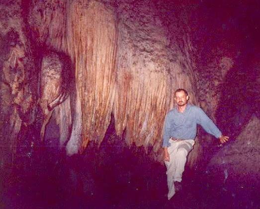 Caverna en la selva peruana