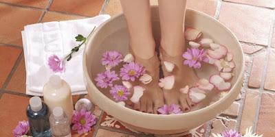 Manfaat merendam kaki dengan air panas