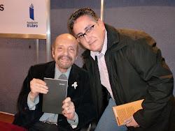 """Trocando livros com o poeta argentino Horacio Ferrer (""""Balada para un loco"""", entre tantas outras)"""