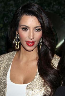 Kim Kardashian luciendo artes grandes