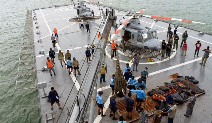 Operasi SAR AirAsia QZ8501 Temukan Lima Obyek Besar
