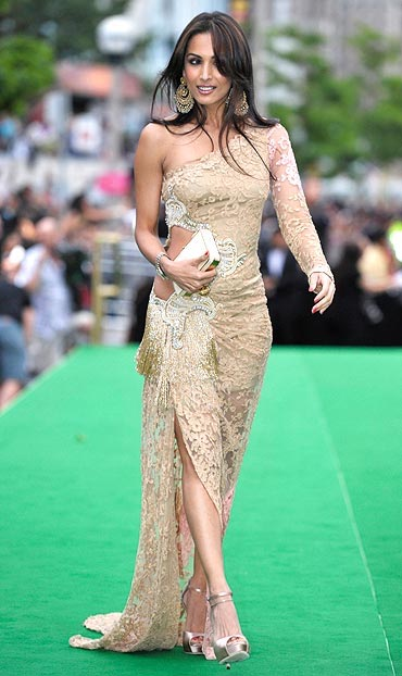 IIFA Awards 2011 - Hot Bollywood Actresses On IIFA Green Carpert 2011