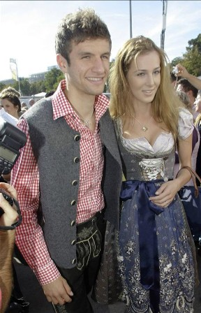 Love is an Escape ♥: Thomas Müller and His Wife Lisa