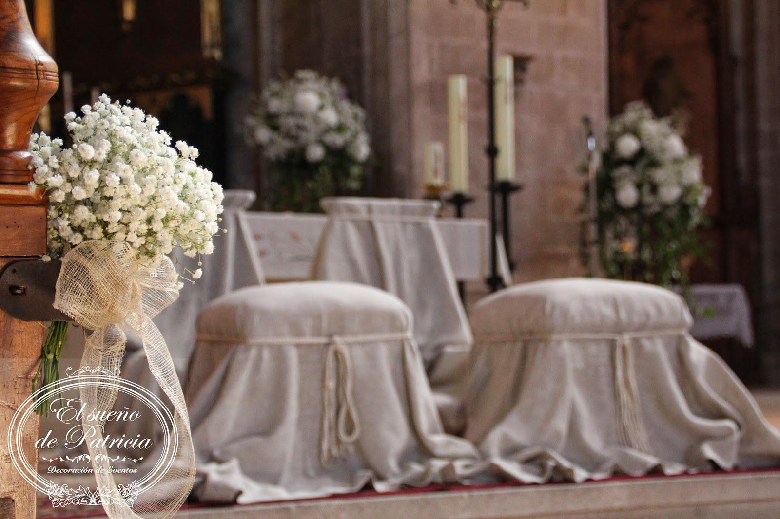 Decoracion iglesia boda rustica for Sillas para novios en la iglesia