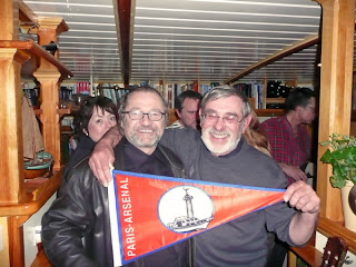 Alain giving Henk a yacht club flag
