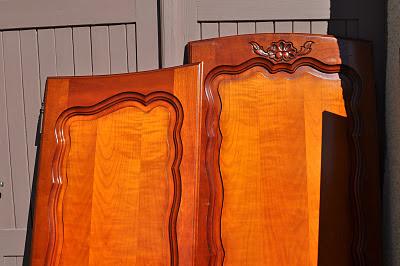 Bois et patines nathalie madrenes repeindre une armoire vernie for Peinture d accroche pour bois perpignan