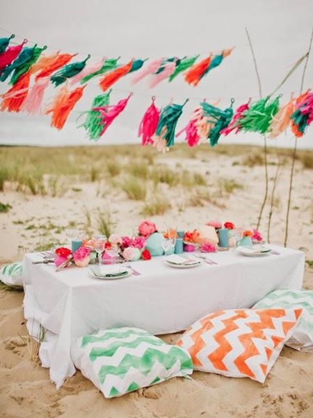 Kolorowe poduszki na plaży