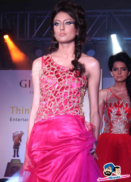 Model Walk the Ramp at Global Movie Independence Fashion Show  - (2) - Global Movie Independence Fashion Show Photos