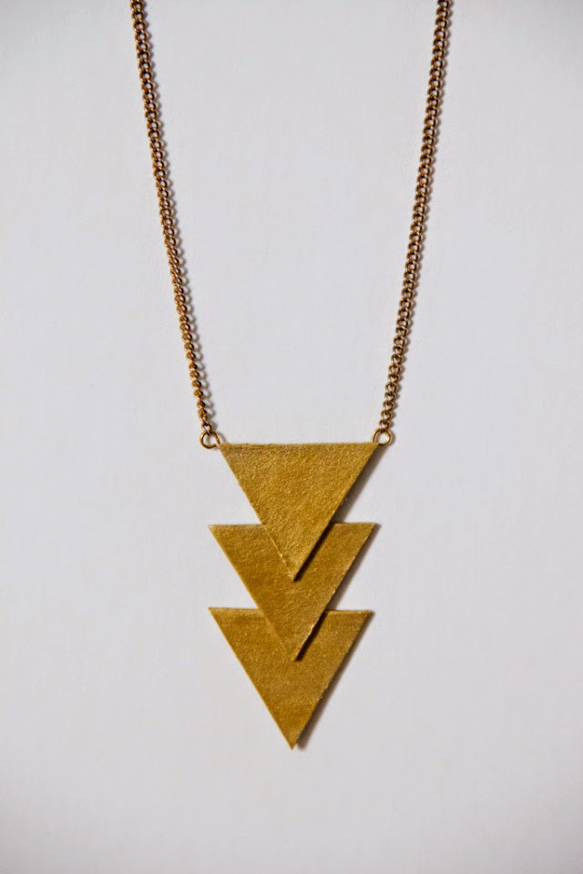 http://youwantmetobuythat.wordpress.com/2012/03/22/geometric-triangle-necklace/