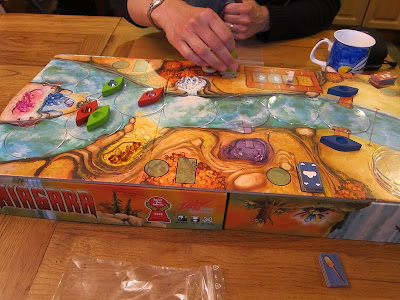 Niagara - The board and some of the components during a game