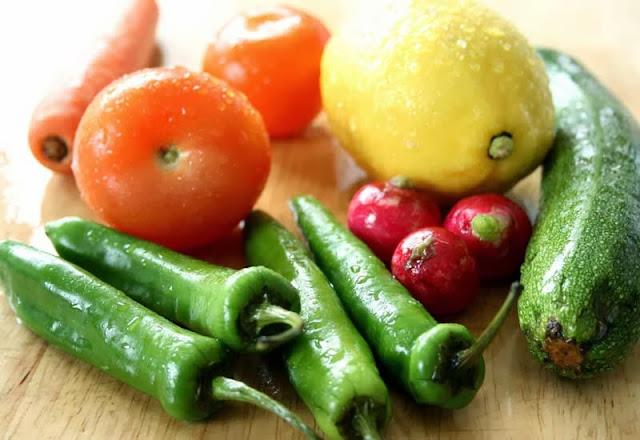 Ντομάτες,καρότα,λεμόνι,κολοκυθάκι,πιπεριες,ραπανάκι