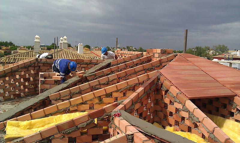 Formaci n de pendientes con tabiques palomeros en madrid tejados y cubiertas naves fachadas - Como construir un tejado ...