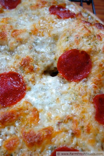 http://www.farmfreshfeasts.com/2013/05/buttermilk-crust-pizza-with-pepperoni.html