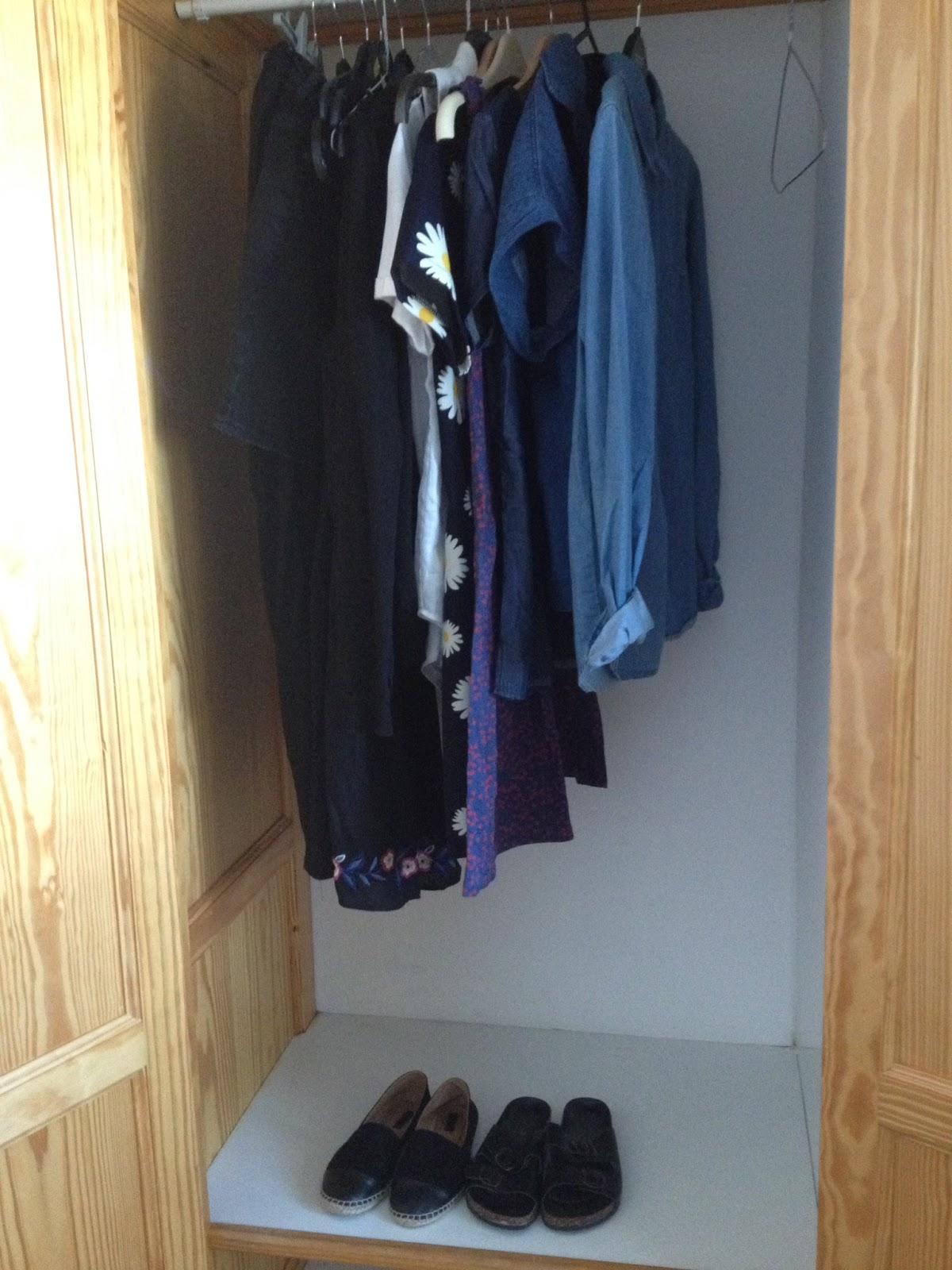 minimal wardrobe packing for summer holiday