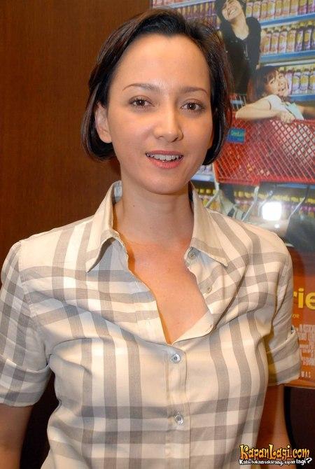 Karina Suwandi Lahir Di Jakarta  Adalah Pemeran Indonesia Yang Populer Di Tahun An Beberapa Film Yang Dibintangi Antara Lain