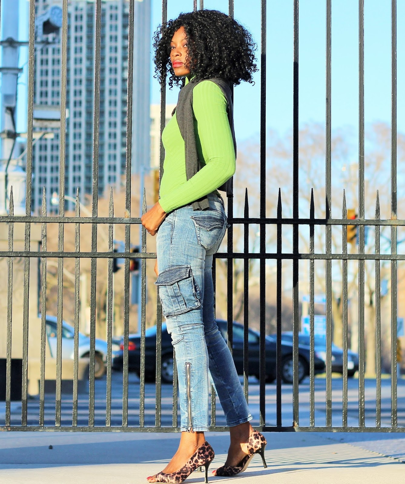 SPRING CASUAL: ANKLE ZIPPER JEANS x SWEATER