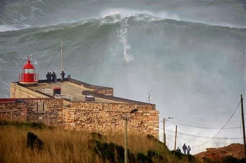 Nazaré, Portugal, Surf, Lonely Planet