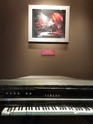 Piano in Hard Rock Cafe Vienna Used by Coldplay