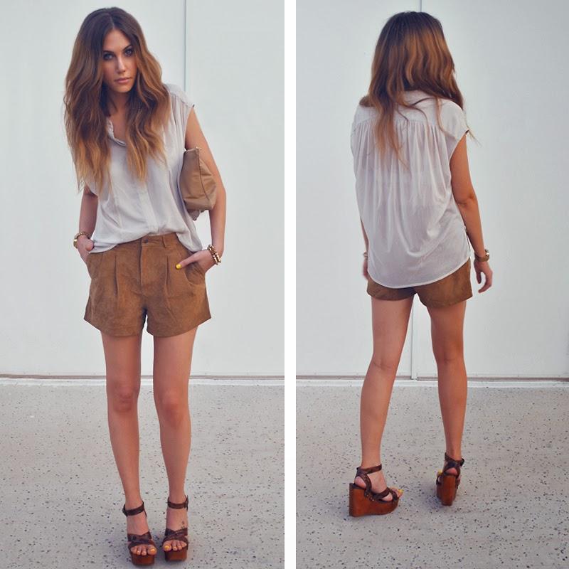 camisa, shorts de couro, sandalia