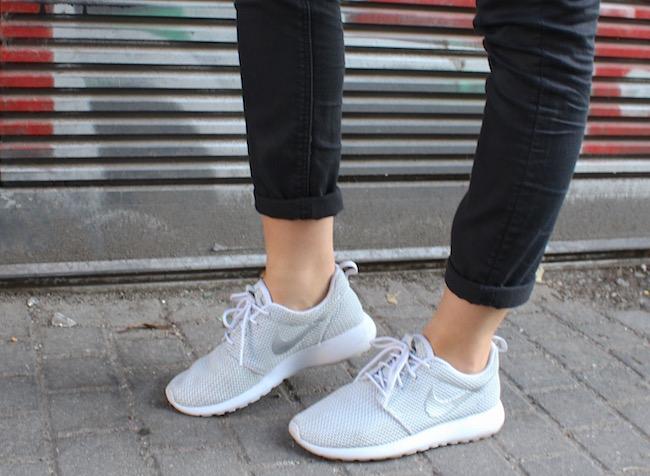 TheBlondeLion Look Fringed Kimono Cecil silver Nike Roshe Run Berlin