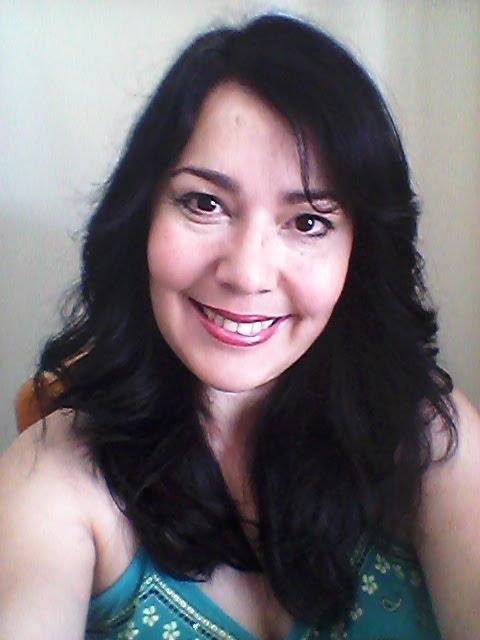 Olá! Sou a Taróloga Drika Gomes
