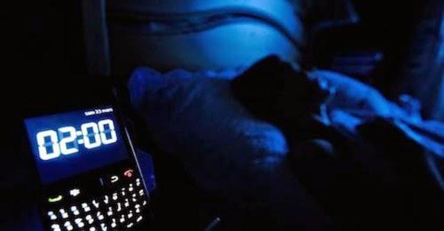 Sạc pin điện thoại trong phòng ngủ dễ gây béo phì