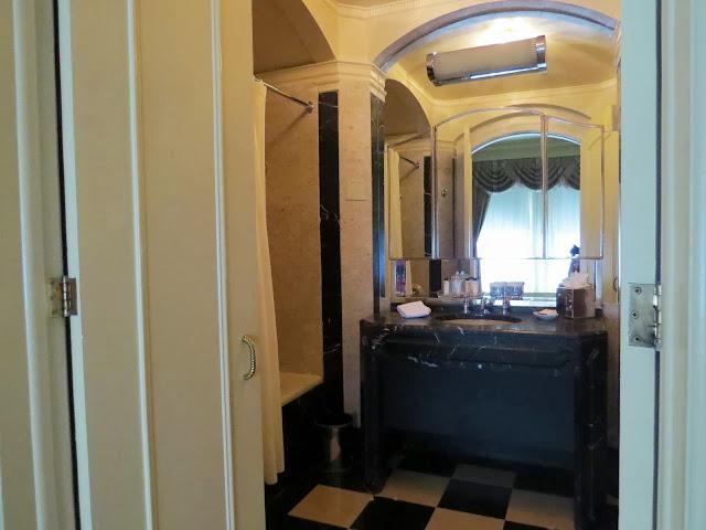 Double Room at the Waldorf Astoria Bathroom
