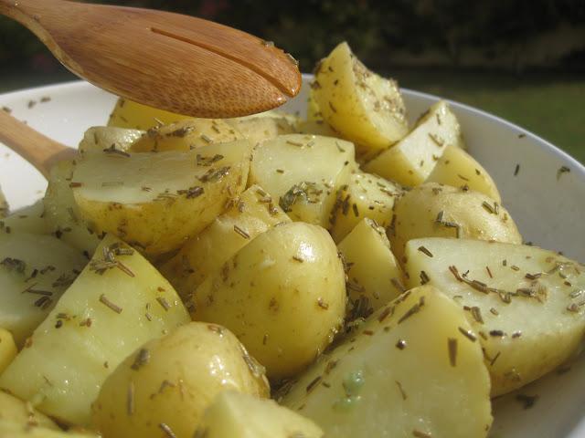 Patatas con romero y ajo en microondas