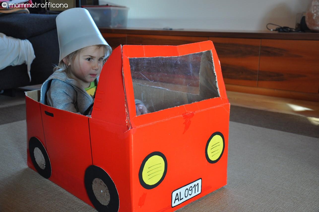 Mammatrafficona giochi fai da te il furgoncino di cartone for Costo del garage di una macchina