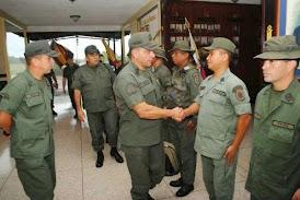 PASANDO LA HOJA / División ética en la FANB