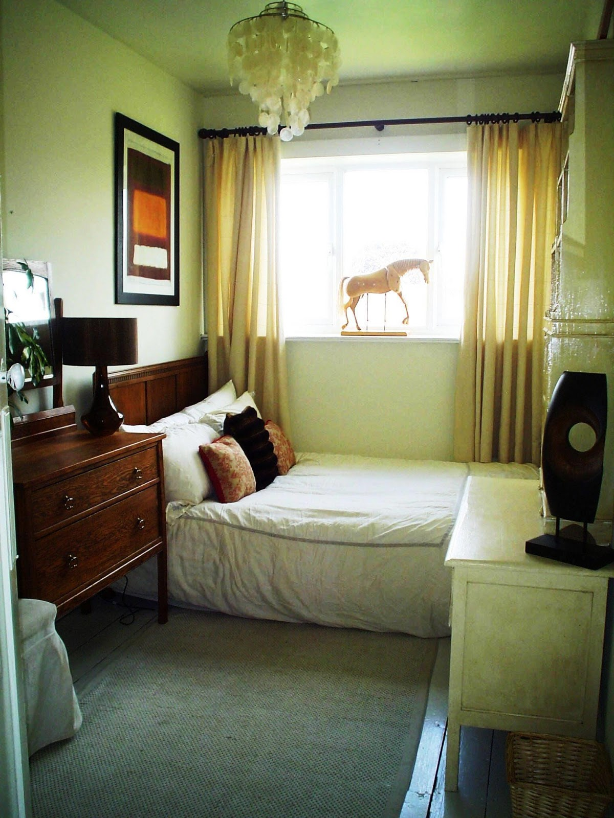 How To Decorate An Apartment Bedroom