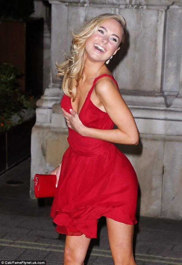 Kimberley Garner rochie roșie