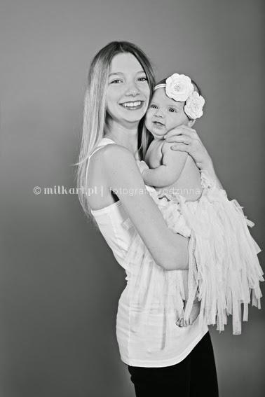zdjęcia rodzinne, sesja fotograficzna dla rodzin, sesje zdjęciowe noworodków, studio fotograficzne w poznaniu