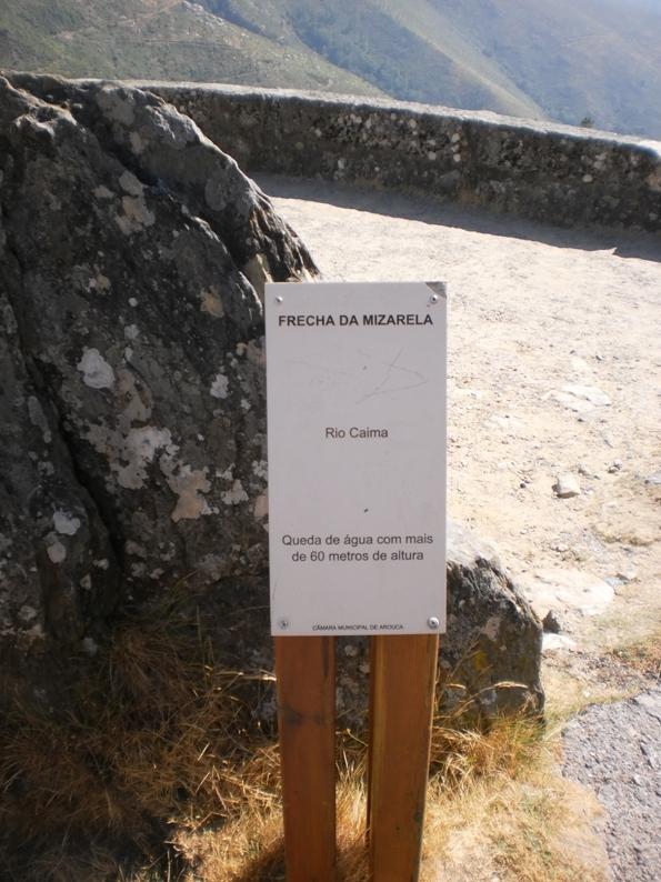 Placa informativa da Queda de água