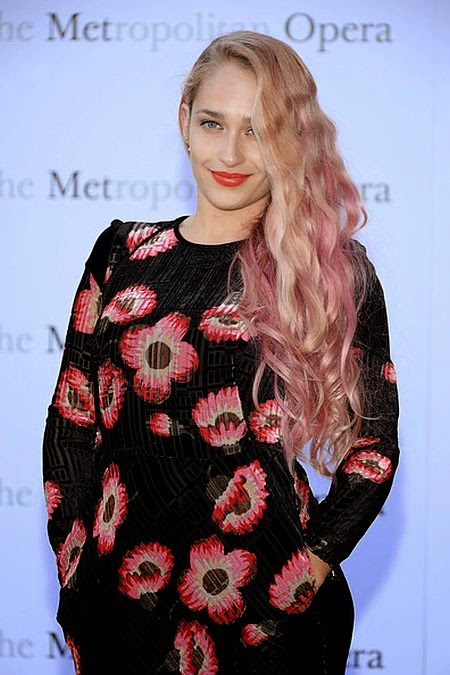 It seemed that Jemima Kirke has found a new favorite style during stepped out at New York on Monday, September 22, 2014.