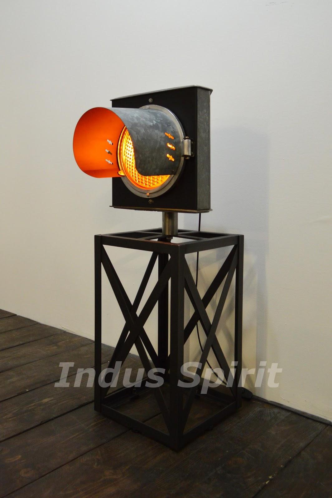 lampadaire industriel. Black Bedroom Furniture Sets. Home Design Ideas
