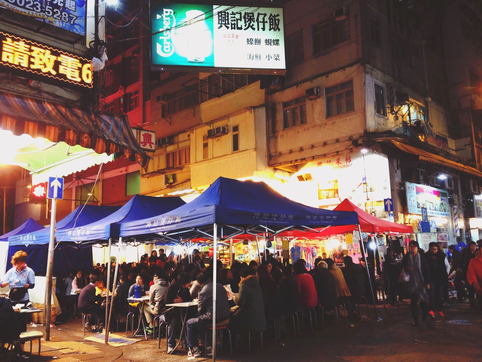 Crowd at Hing Kee Claypot Rice Temple St Yau Ma Tei Hong Kong